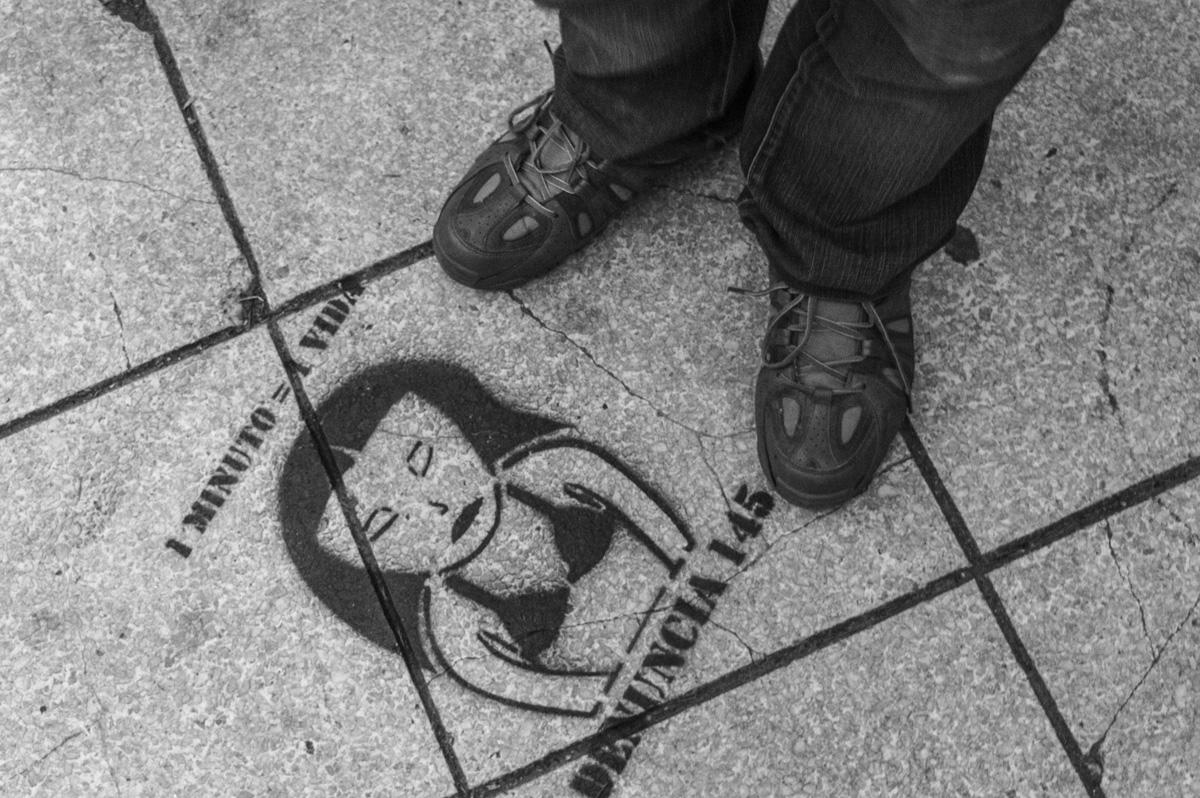 11.Utilización - Stencils en plaza de mayo - Santa Fe - Concetración Ni una menos 03-05-2015 (2)