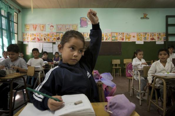 Argentine : visita de Sofia Zamolo a la escuela Osvaldo Burela como representante de UNICEF.