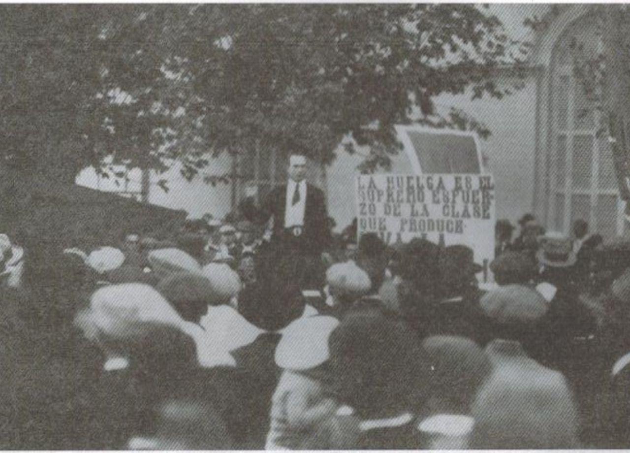 1° de Mayo de 1925 en la Plaza Ramírez de Concepción del Uruguay. Autor: Estudio Fotográfico E. Loutoisie